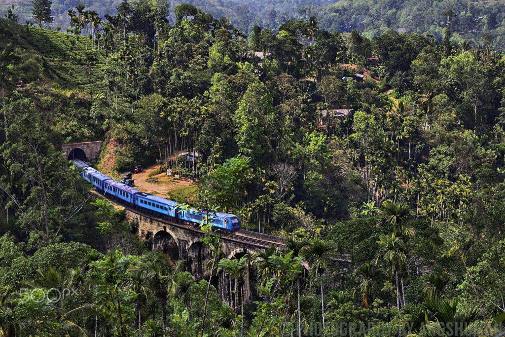 A_Train_Crosses_The_Nine_Arches_Bridge_(243270425)