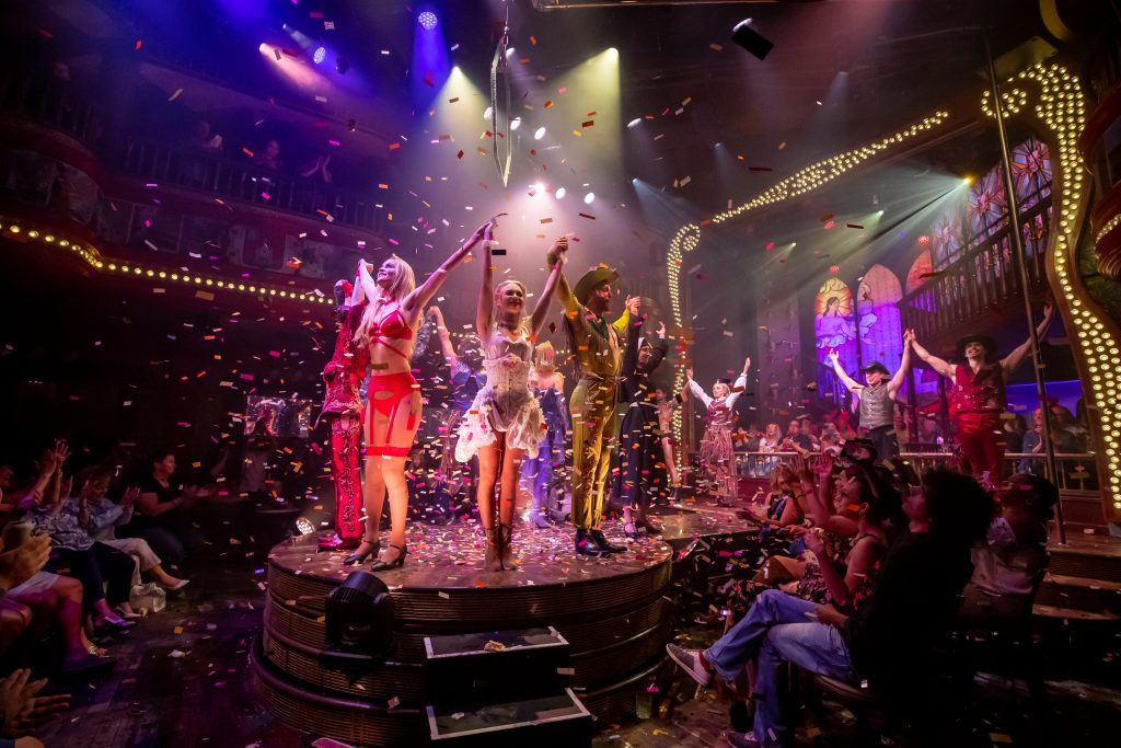 Finale_ATOMIC SALOON SHOW_Credit Erik Kabik for Spiegelworld